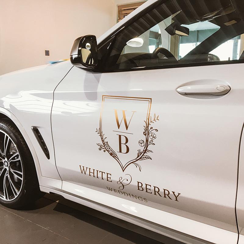 Fahrzeugebeschriftung White & Berry Weddings
